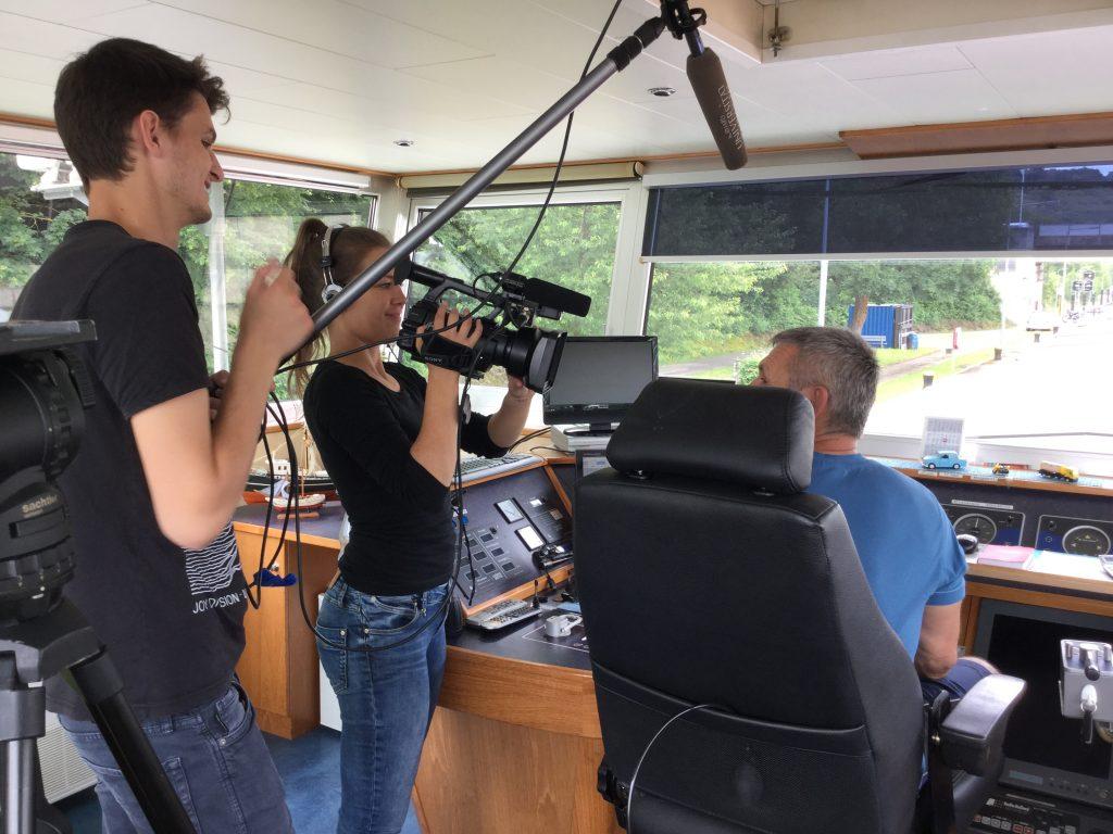 Kapitän Thomas erzählt dem #snutzend von seiner Arbeit auf dem Schiff.